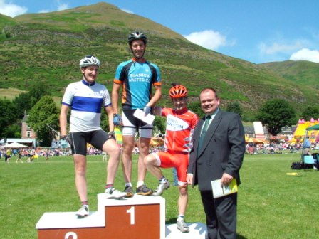 James Melville wins 800m Cycle